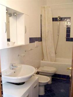 Florence Tuscany Flat: Bathroom of Cellini Flat