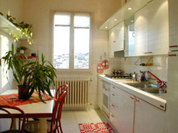 Accommodation Florence: Kitchen with table of Filarete Accommodation